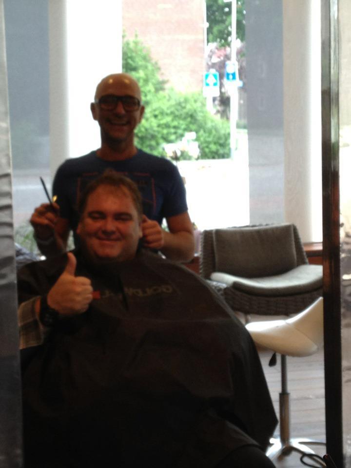 Peter Beense bij kapper Gory in de zaak voor zijn optreden in Sittard op 18 juni 2015